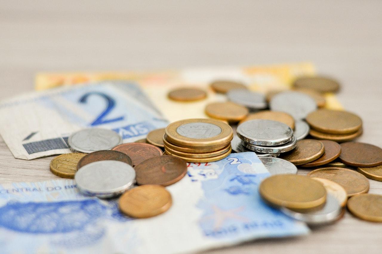 Czym różni się bank spółdzielczy od banku komercyjnego?